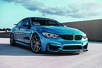 """3D фотообои """"Голубая BMW"""""""