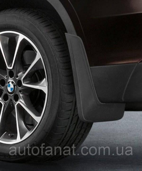 Оригинальный комплект брызговиков передних для автомобилей с алюминиевым порогом и колесами 18 или 19 BMW E70