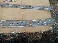 Продам Заднюю поперечину крыши на Хендай (Hyundai Accent verna)