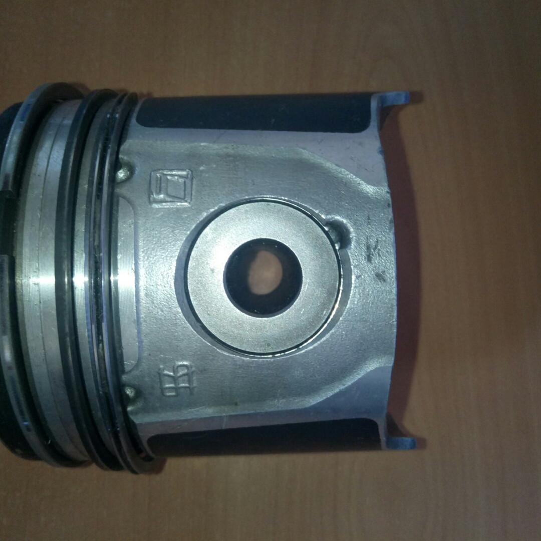 Поршень к-т б/у STD БЕЗ КІЛЕЦЬ 2.8 94,4 мм (2996138)