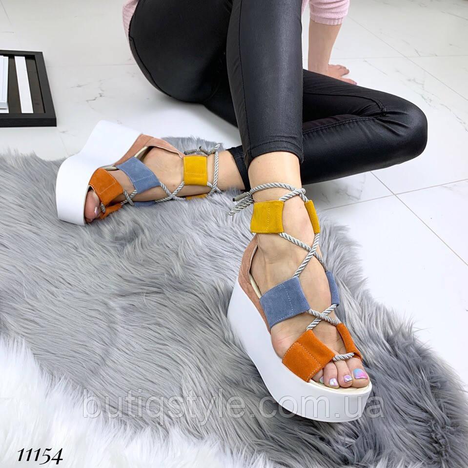 Женские крутые комбинированные босоножки на шнуровке натуральный замш на платформе