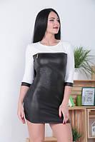 Молодежное женское мини платье из экокожи со змейкой на груди цвет молочный