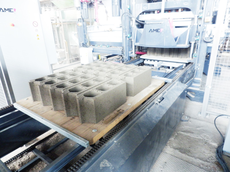 Вибропрессовая установка AMEthyst 1300 (Австрия) для производства бетонных изделий.