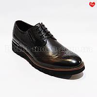 Мужские туфли перфорированный узор