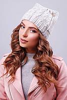 Стильная женская вязаная шапка с ушками в косичку светло-серая