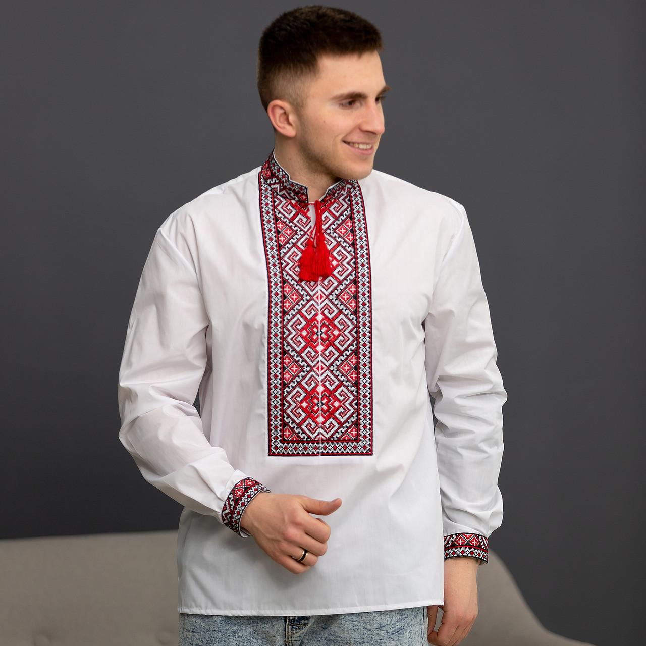 Украинская мужская вышиванка с красным орнаментом