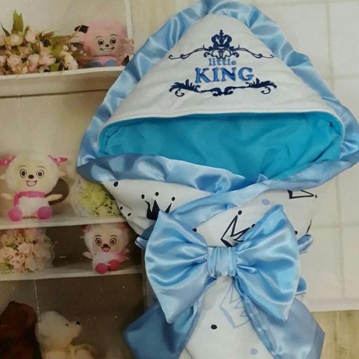 Конверт на выписку, с  рюшами и вышивкой Маленький Король