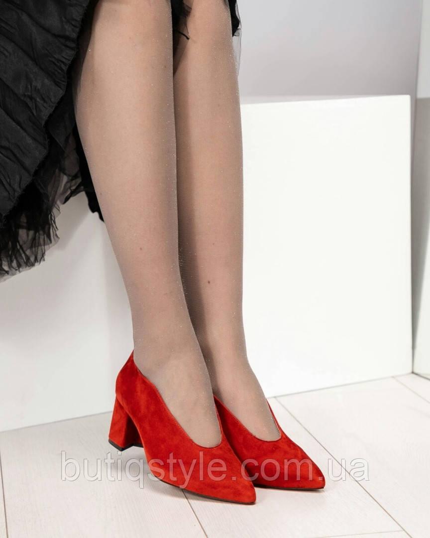 Оригинальные женские туфли красные на среднем каблуке натуральный велюр