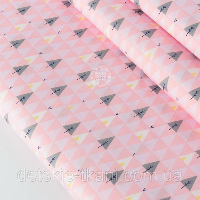 """Сатин ткань """"Треугольники деревья"""" серые на розовом № 2150с"""