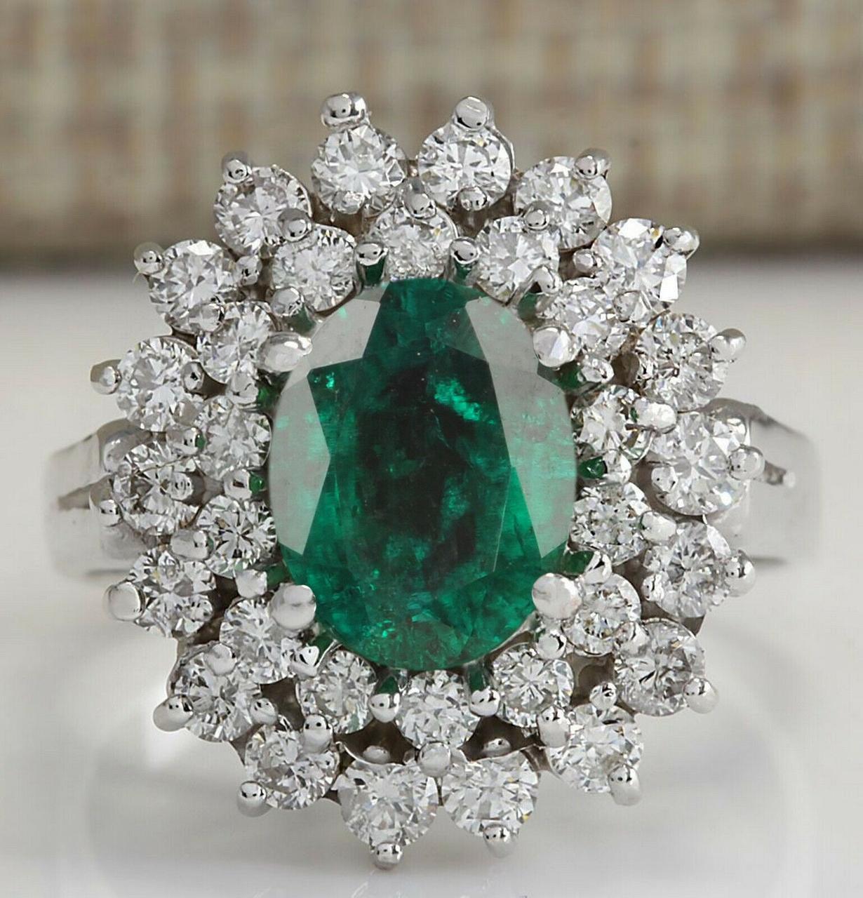 Золотое кольцо 585 проба ,изумруд.,бриллианты Размер 18 Сертификаты