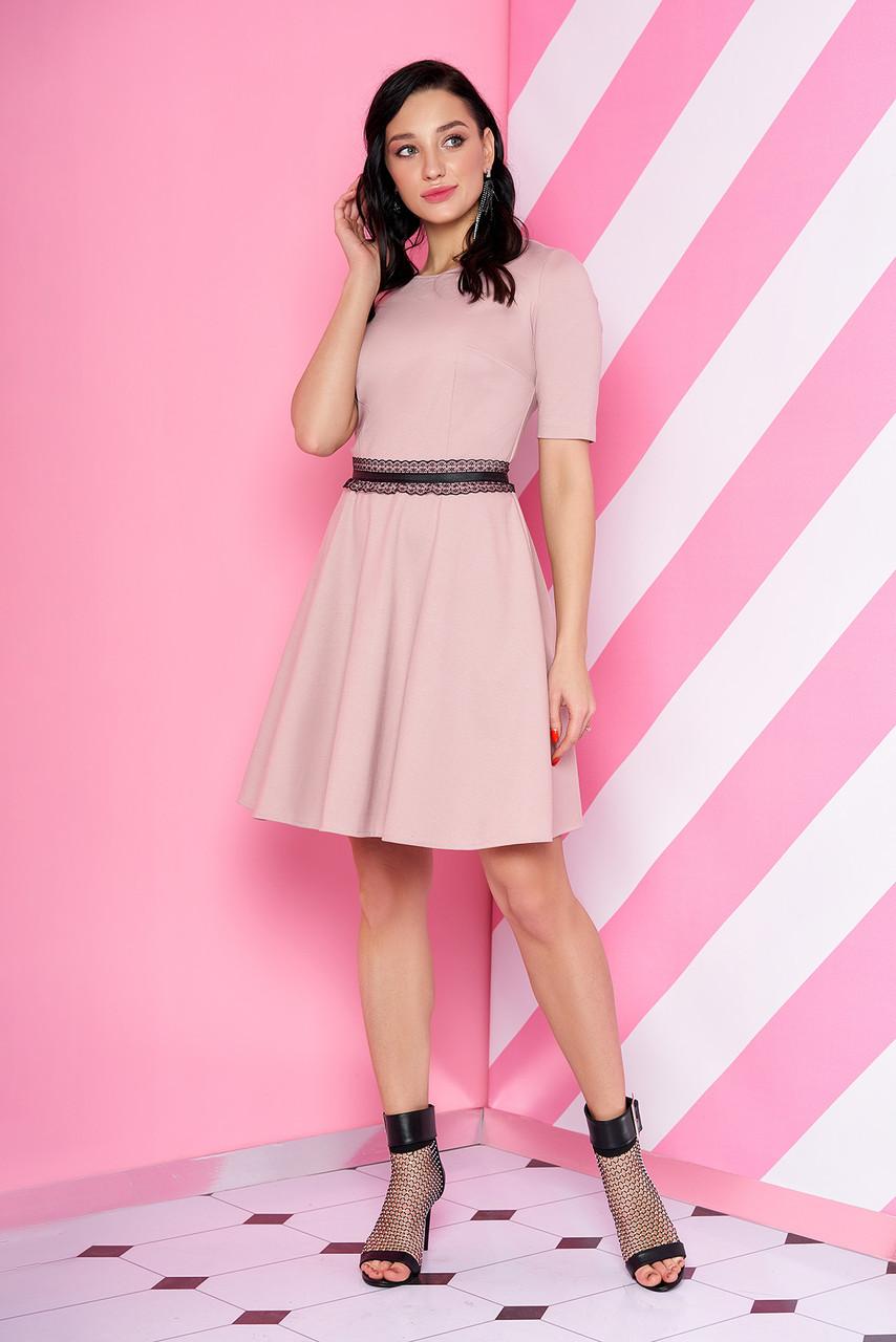 """Короткий трикотажне плаття-полусолнце з мереживом на талії """"S-69"""" пудровое"""