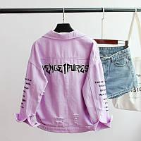 Женская короткая джинсовая куртка рванка с надписями фиолетовая, фото 1