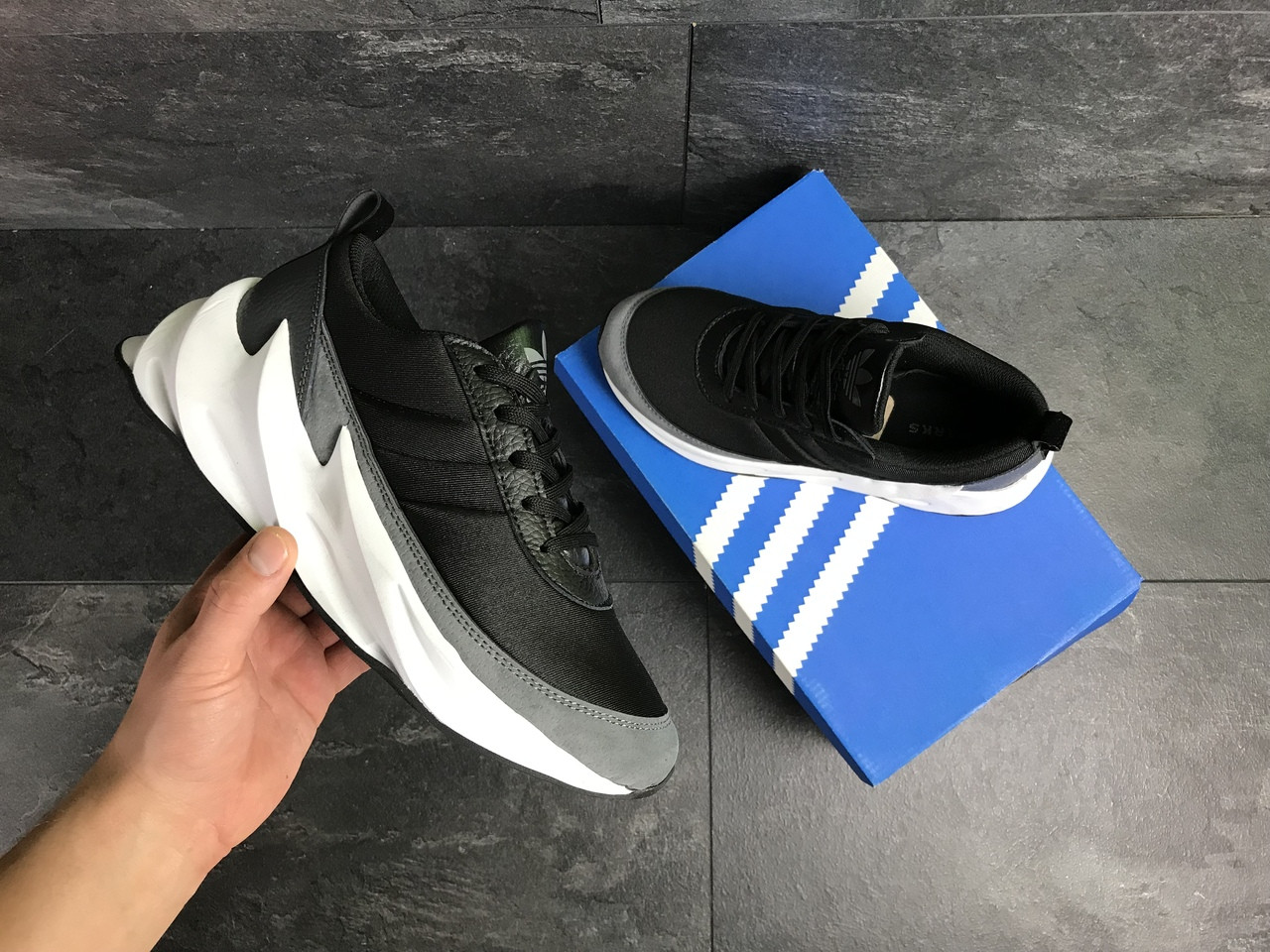Мужские кроссовки Adidas Sharks (серо-белые)