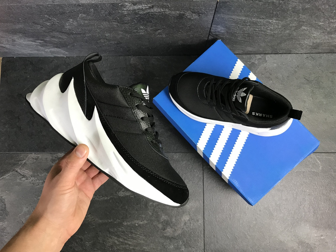 Мужские кроссовки Adidas Sharks (черно-белые)