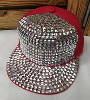 Подростковая реперка, арбузка, кепка с прямым козырьком и декоративными металлическими вставками, 54 размер
