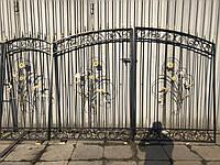 Красивые кованые ворота для въездной части дома