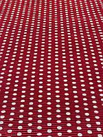 Красная плиссированная ткань в горошек