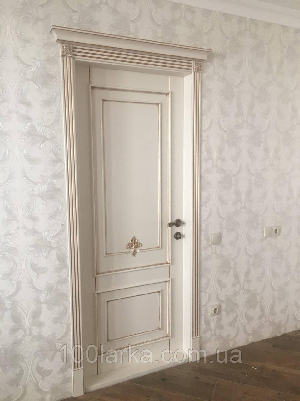 Двері міжкімнатні з натурального дерева ясен RAL-9001 патина золото