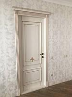 Двери межкомнатные из натурального дерева ясень RAL-9001 патина золото