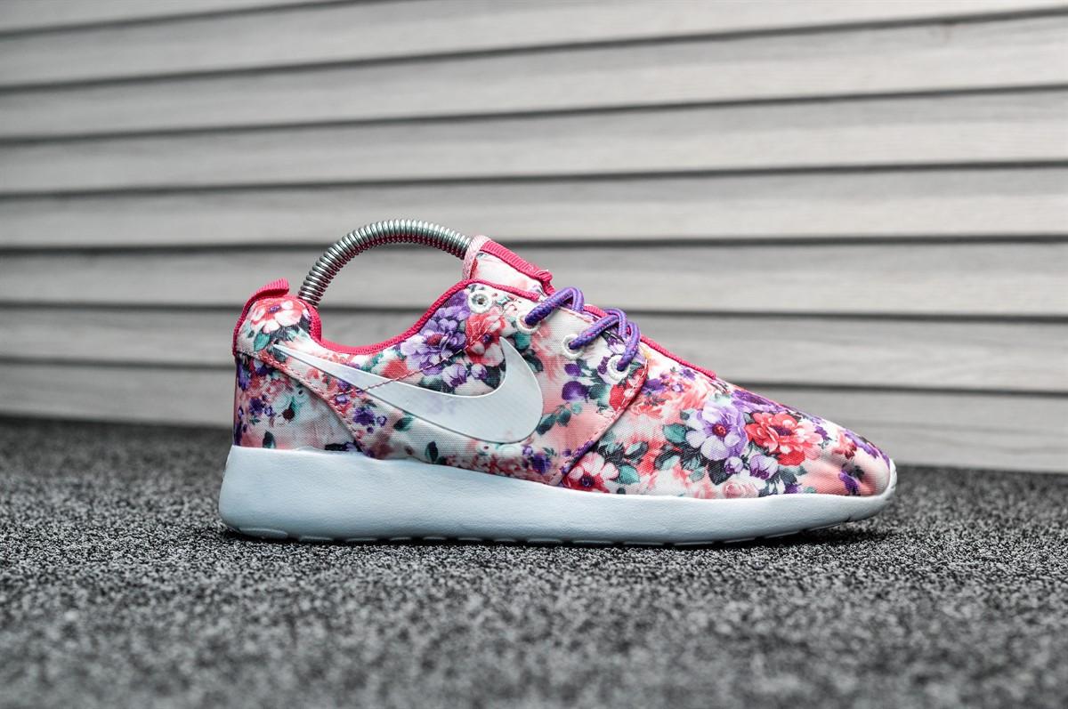 95f15dcf Женские Кроссовки в Стиле Nike Roshe Run Flowers, Разноцветные — в ...