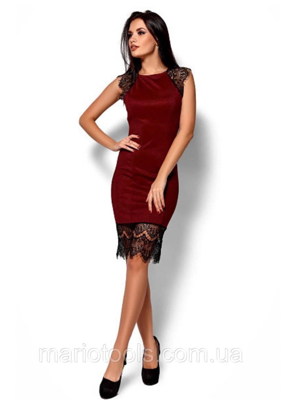 Силуэтное платье с кружевом