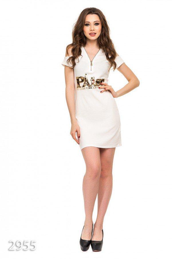Молочное платье из вискозы с аппликацией, открытыми плечами и молнией на груди