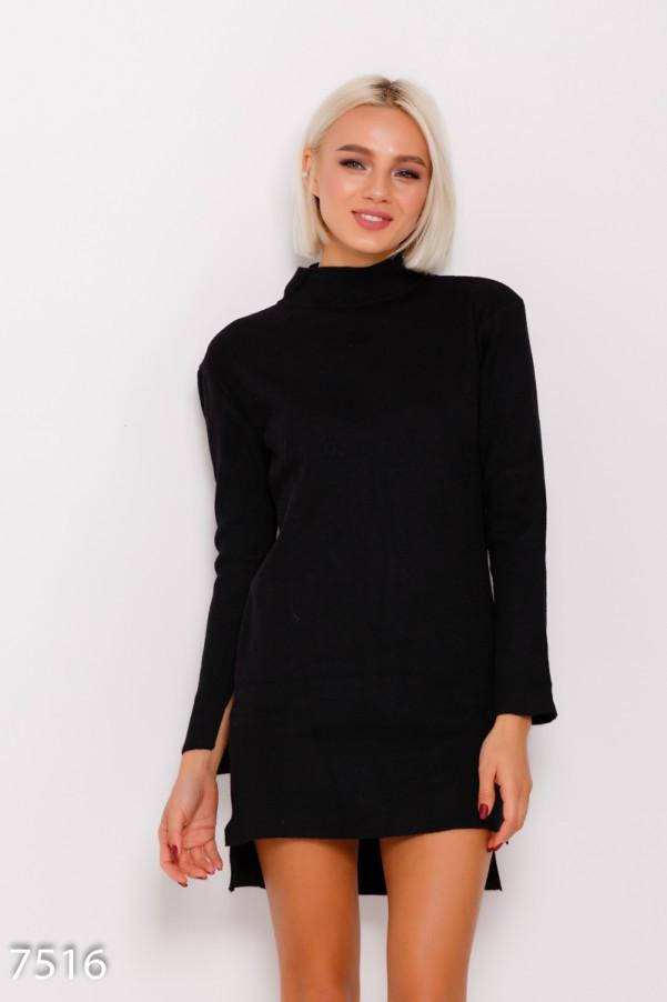 Черное ангоровое асимметричное платье с воротником-гольфом и длинными рукавами