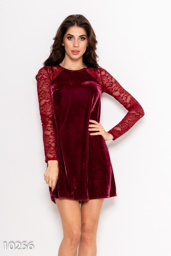 Бордовое велюровое свободное платье с кружевными рукавами-реглан