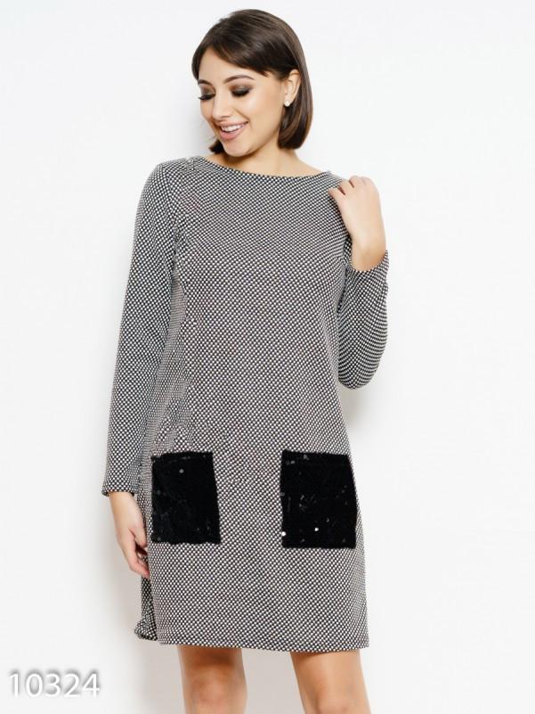 Черно-белое ангоровое платье с карманами из пайеток