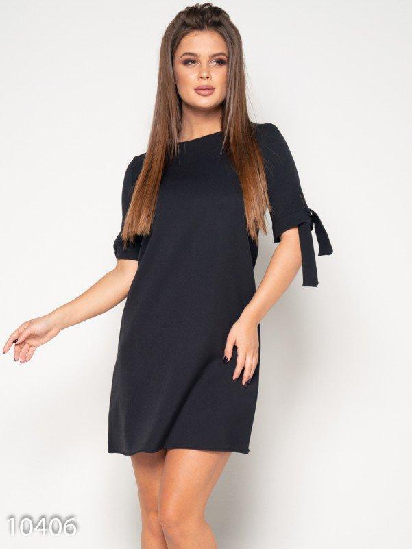 Черное однотонное платье с завязками на рукавах