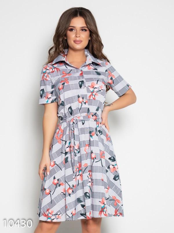 Принтованное приталенное платье с короткими рукавами
