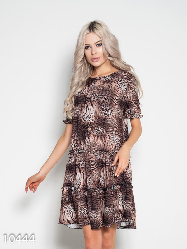 Платье декорированное рюшами и животным принтом