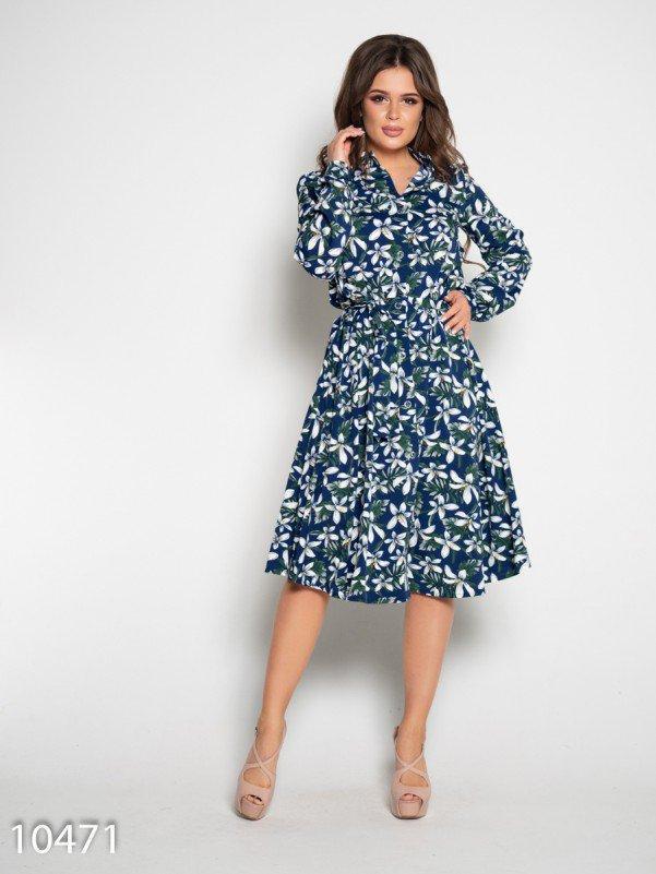 Синее платье на пуговицах с длинными рукавами