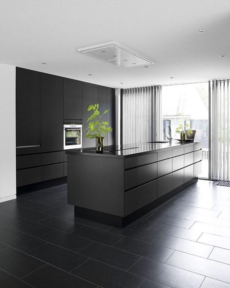 Кухня на заказ феникс цвет 720 фасады. рабочая поверхность кварц. Индивидуально. Качественно