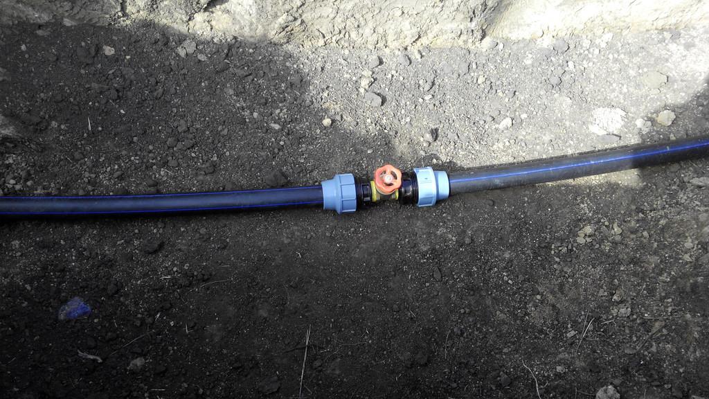 задвижка та трубу пластиковую