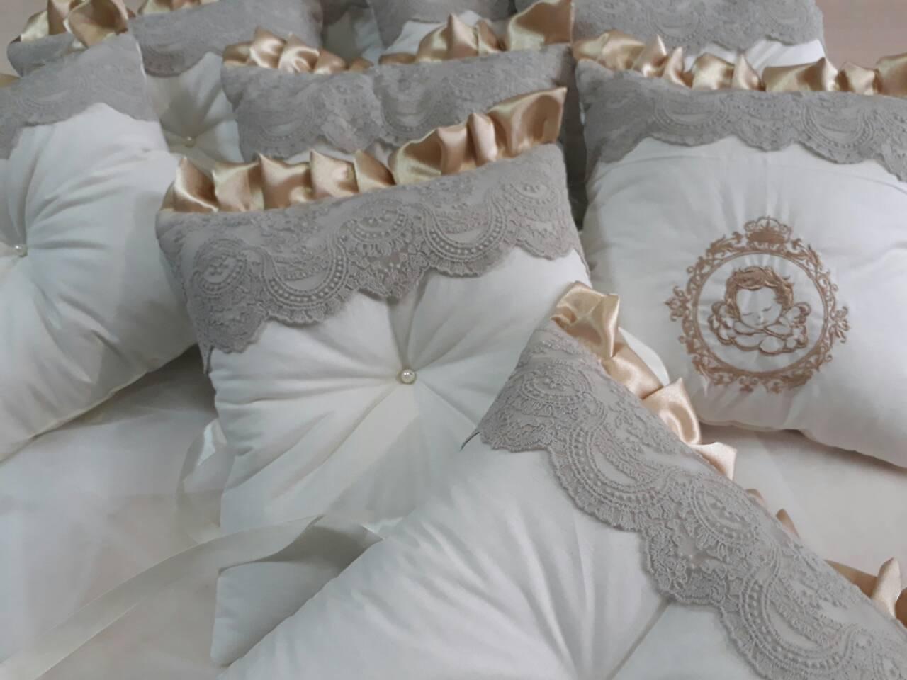 Комплект  постельного белья из сатина с бортиками и балдахином   в детскую  кроватку