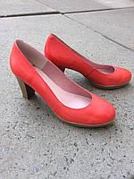 Туфлі жіночі шкіряні на каблуці.Виробництво Іспанії.