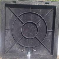Люк квадратный, с запорным механизмом, полимерный, черный, 650х650 мм, нагрузка 1.5 т.