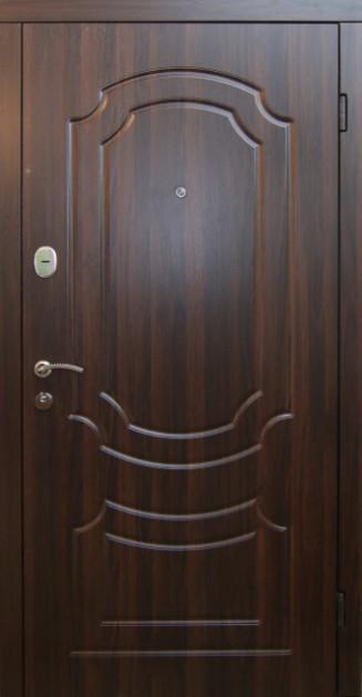 Двери квартирные, серия Стандарт, модель Классик, гнутый профиль, 2 контура уплотнения, 2 замка