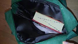 Внутри портфеля уплотнение из специальной пены и подкладка из полиэстера чёрного цвета.