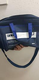Внутри конференц сумки - 1 основное отделение, которое можно использовать как для хранения раздаточных материалов, так и для ноутбука. Длинная и удобная ручка через плечо позволяют подрегулировать длину под человека любого роста и габаритов.