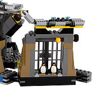 Lego Batman Movie Нападение на Бэтпещеру 70909, фото 6