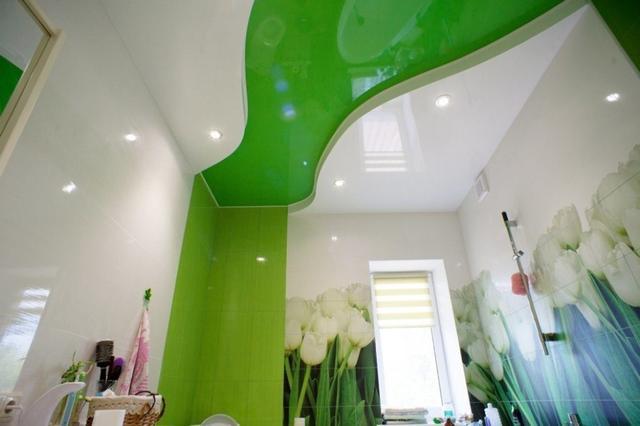 Натяжные потолки в ванной.