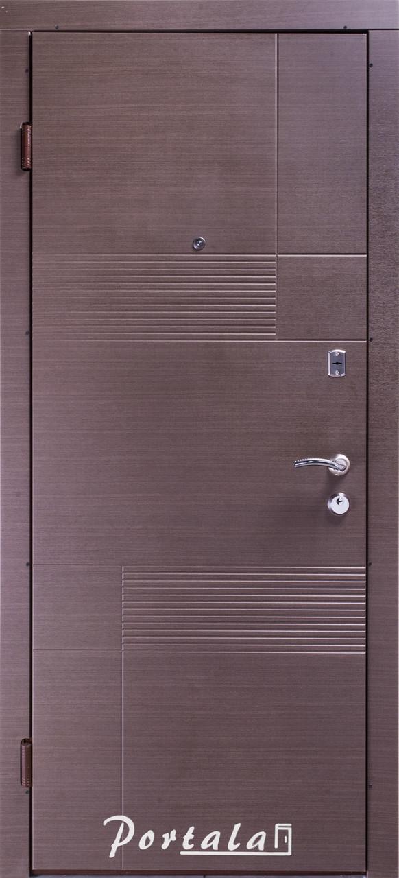 Двери квартирные, серия Элегант, модель Калифорния, гнутый профиль, 2 контура уплотнения, 2 замка