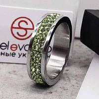 Кольцо с салатовыми кристаллами Swarovski 15-20 р 102675