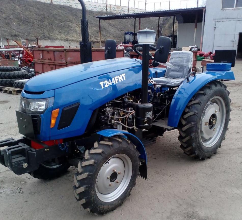 Трактор T244FHT, (24 л.с.,, 4х4, 3 цил., ГУР, блок. диф., 1-е сц., розетка)