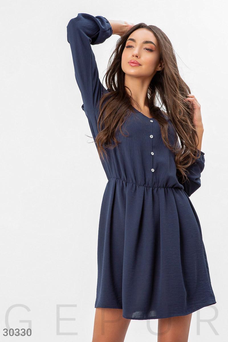 Короткое платье-рубашка с оборками на плечах синее