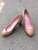 Туфлі жіночі шкіряні кремові на каблуці.Виробництво Іспанії.