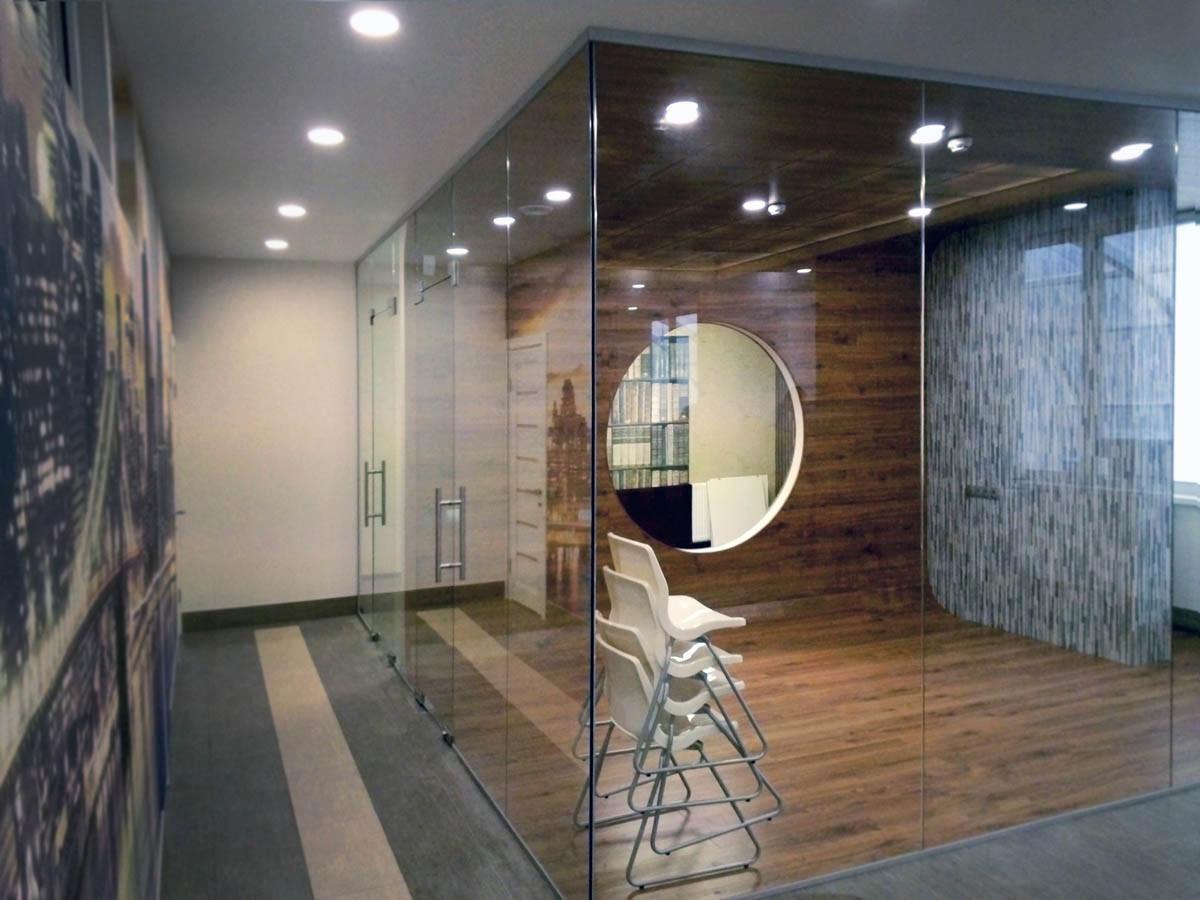 Современные межкомнатные перегородки из прозрачного каленного стекла