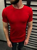 Мужская футболка из хлопка красная без принта